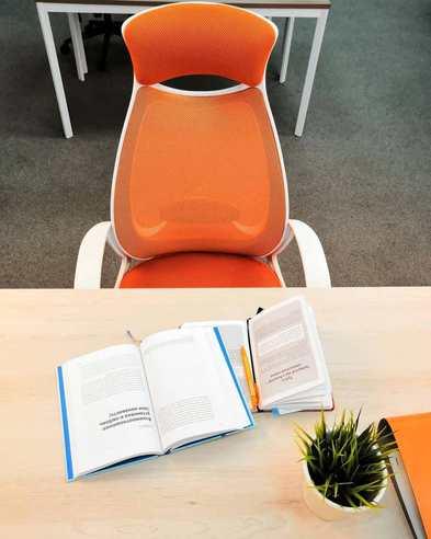 Кресло для руководителя CHAIRMAN 840 white Акрил оранжевый